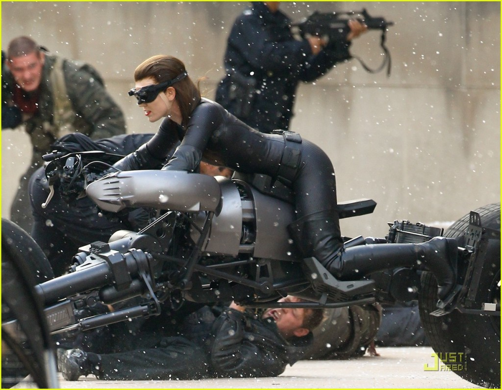Anne Hathaway, Selina Kyle/Catwoman, Batpod, The Dark Knight Rises, Set 01