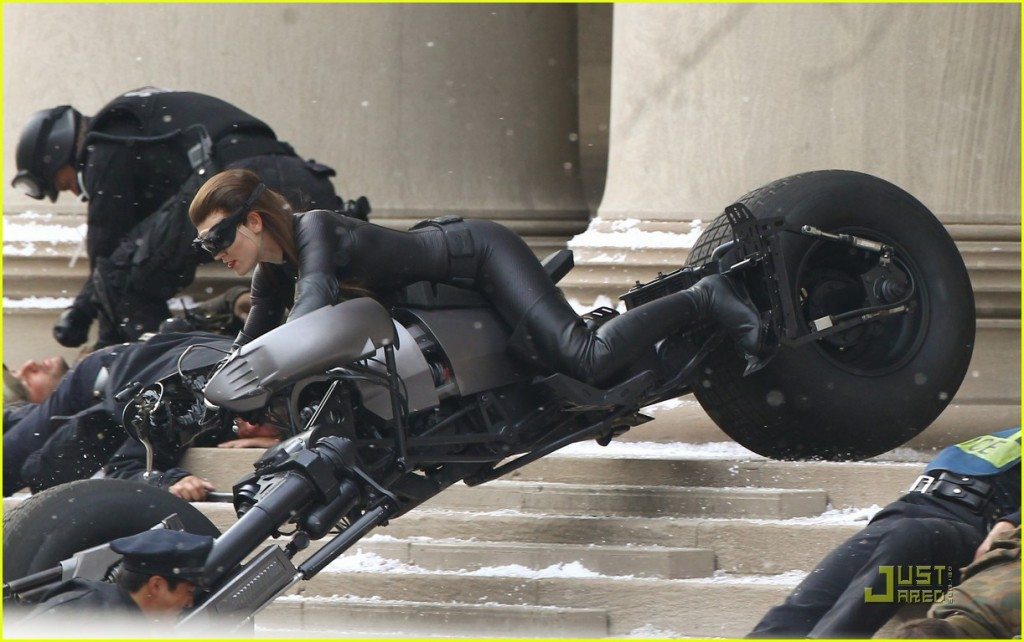 Anne Hathaway, Selina Kyle/Catwoman, Batpod, The Dark Knight Rises, Set 03
