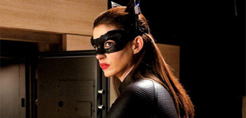 anne-hathway-the-dark-knight-rises-catwoman-stealing-01-350x168