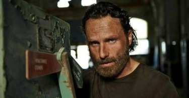 andrew-lincoln-the-walking-dead-season-5-01-726x488