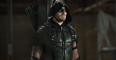 Stephen Amell Arrow Legends of Yesterday