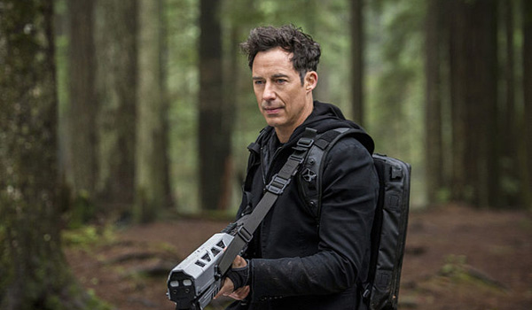 The Flash Tom Cavanagh Escape from Earth-2