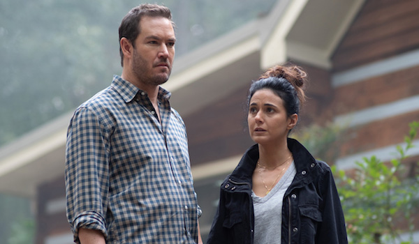 Mark Paul-Gosselaar Emmanuelle Chriqui The Passage